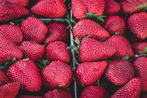 strawberries-1326148_640